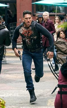 Jon Bernthal Photos - Jon Bernthal is seen on the set of 'The Punisher'. - Jon Bernthal Photos - 3 of 610