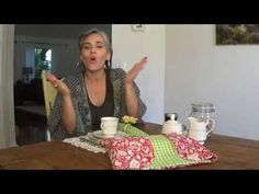 Tia Lili Patchwork: porta-pães e travessas - YouTube