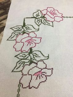 Cross Stitch Borders, Cross Stitch Designs, Cross Stitching, Cross Stitch Embroidery, Hand Embroidery, Cross Stitch Patterns, Crochet Flower Patterns, Crochet Flowers, Unicorn Cross Stitch Pattern