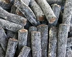 Licorice in Bag – Pingvin Tom Heksehyl Zout (Zoute Salmiak Staafjes/Salty Sticks Filled with oz Dutch Recipes, Swedish Recipes, Sweet Recipes, Sugar Free Recipes, Candy Recipes, Homemade Liquorice, Macarons, Drops Recipe, Slow Cooker Bbq