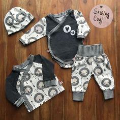 Schnittmuster Wickeljäckchen von Kid5 - Wickelbody von Klimperklein - Minibuxe von Fred von Soho (ohne Taschen) Freebook - Stoff Lion Head von Little Darling - Nähen - Baby - Newborn - Sewing - Pattern - Löwe - Neugeborene - Babyoutfit - Outfit - Babyjunge - Kliniktasche
