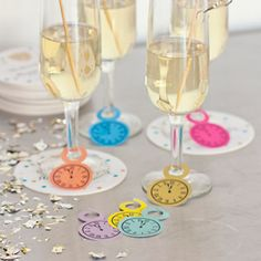 Free download of DIY printable paper clock design champagne glass tags for your New Years party