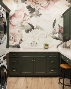 I would never want to leave this glam laundry room! Photo credit: @cambriasurfaces  via @houzz . . . . . . . #homefundamentals#homeimprovement#homedecor#homeinspiration#construction#construction#contractor#builder#propertymanagement#realty#remodel#millwork#homedesign#contemporary#renovation#kitchen#foyer#bedroom#transformation#architecture#remodellingideas#showroom#furniture#canada#interiordesign#laundryroom#glamour#laundryroomdecor#laundryroommakeover