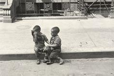 Helen Levitt. New York. 1944