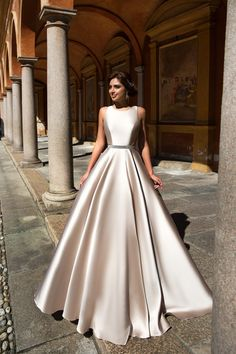 A-line Bateau Langarm rückenfrei Hofzug wir – Mode Schmuck Trends - New ideas Elegant Maxi Dress, Top Wedding Dresses, Elegant Wedding Dress, Bridal Dresses, Gown Wedding, Wedding Bride, Indian Gowns Dresses, Ball Dresses, Evening Dresses