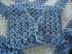 Manta com colete para bebe, em lã. Especial para crianças e bebês, nas cores azul e branca podendo ser confeccionada na cor de sua preferencia. Na medida de 1x1 metro e o colete para bebe de até 3 meses.  Para cores e medidas diferenciadas, consulte-nos!