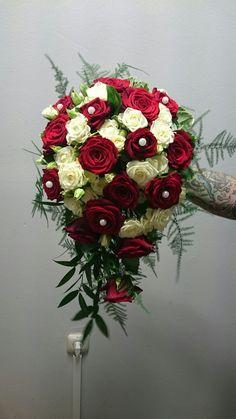 Brautstrauss Rote Rosen Mit Strasssteinen Bridal Bouquet