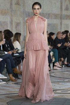 Undulating Ruffles / Giambattista Valli Haute Couture Fall 17/18