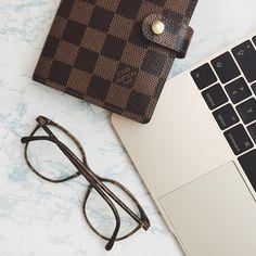 5 Tipps für Instagram Fotos Louis Vuitton Chanel Glasses gold Macbook