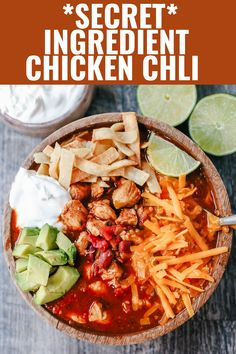 Beef Chili Recipe, Chili Recipes, Crockpot Recipes, Chicken Recipes, Cooking Recipes, Crockpot Dishes, Chicken Meals, Copycat Recipes, Canned Green Chilies