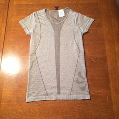 Women's Nike dri fit top. Very cute women's Nike dri fit top in size small. 56% polyester and 44% nylon. In like new condition. Nike Tops Tees - Short Sleeve
