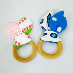 Organic Maple Teething Rings | Liz and Roo Fine Baby Bedding. These teething rings make perfect gifts that your baby will love!