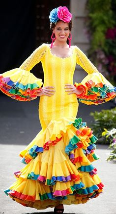 FLAMENCA ----SPANISH,,,,,, Spanish Costume, Spanish Dress, Spanish Dancer, Carnival Costumes, Cool Costumes, Dance Costumes, Flamenco Costume, Flamenco Dancers, Fiesta Outfit