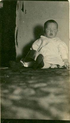 Victorian death photo momento mori   https://www.etsy.com/listing/128845975/victorian-death-photo-of-baby-rare?ref=shop_home_active