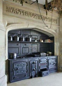 Vintage Kitchen The range and surrounding stonework with carved inscription in the Kitchen at Gawthorpe Hall, Lancashire. Old Kitchen, Vintage Kitchen, Kitchen Decor, Kitchen Wood, Cuisinières Vintage, Antique Stove, Antique Kitchen Stoves, Antique Cast Iron Stove, Wood Stove Cooking
