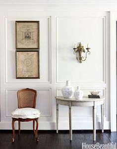 White and antique foyers with French pen-and-inks.