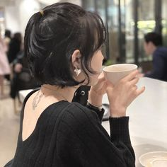 Ulzzang Short Hair, Korean Short Hair, Girl Short Hair, Short Hair Cuts, Asian Hair Bangs, Hairstyles Haircuts, Cool Hairstyles, Hair Color Streaks, Shot Hair Styles