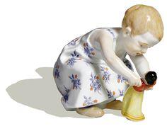 Kind mit Puppe, Bunt staffiert, H 11 cm