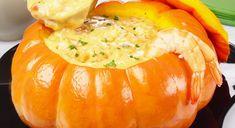 Para os amantes de camarão, esta receita de camarão na moranga vai fazer sucesso! Porém, caso você prefira outro recheio, pode substituir o camarão por frango, carne seca, palmito ou cação.  Tempo de preparo: 1 hora Rende aproximadamente: 8 porções #camarãonamoranga #camaraonamoranga #camarao #moranga #abobora #receitas #recipes Seafood Recipes, Diet Recipes, Cooking Recipes, Cooking Ideas, Jamie Oliver, Pescatarian Recipes, Butternut Squash Soup, Food Humor, Funny Food