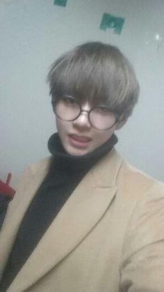 BTS V Kim Taehyung Twitter update photo