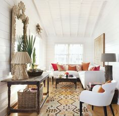 HAMPTONS BEACH CHIC: fresh white living room with a coastal vibe and global style