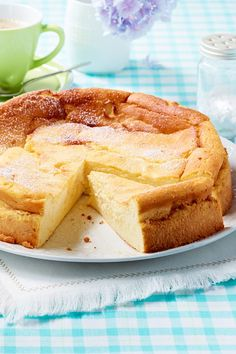 Einfacher Quarkkuchen – das The extra juicy quark cake is quickly stirred together and ready for the oven. Here is the best recipe. Hawiian Food, Protein Mug Cakes, Tortellini Recipes, Fodmap Recipes, Smoothie Recipes, Cookie Recipes, Sweet Tooth, Food And Drink, Yummy Food