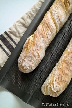 Baguette wie es einfacher nicht sein kann – Meine Torteria You can easily bake your baguette yourself without having to be a professional baker. Breakfast Dessert, Bread Baking, Finger Foods, Grilling Recipes, Food Inspiration, Bread Recipes, Bakery, Good Food, Food And Drink