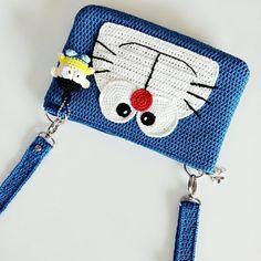 ไม่มีคำอธิบายรูปภาพ Crochet Coin Purse, Crochet Pouch, Crochet Purses, Cute Crochet, Crochet Crafts, Crochet Dolls, Crochet Projects, Knit Crochet, Hello Kitty Crochet