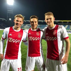 Good win today!! ✔️🔻 Best Football Players, Football Boys, Soccer Boys, Soccer Players, Afc Ajax, Fifa, Rugby, Spring Fashion, Hot Guys