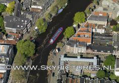 Rondvaartboot in Amsterdamse gracht