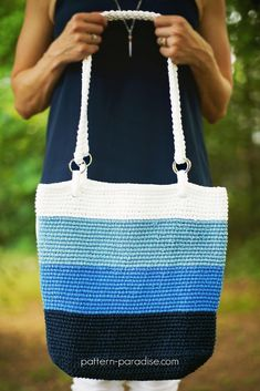 Crochet Sling Bags Pacific Beach Bag Crochet pattern for beginners by Pattern Paradise Crochet Beach Bags, Crochet Tote, Crochet Handbags, Crochet Purses, Crochet Purse Patterns, Tote Pattern, Crochet Patterns For Beginners, Crochet Shell Stitch, Bead Crochet