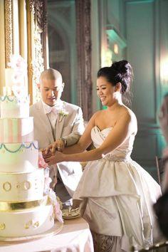 Read more : sodazzling.com   งานแต่งแบบไทย รดน้ำในสวน ธีมงานแต่งสีชมพู ทอง ผสม งานแต่งแบบตะวันตก ธีัมงาน Marie Antoinette-themed wedding - Elegant Thai Traditional Wedding & Parisian Wedding in San Diego, CA   Photographer: Caroline Tran   www.carolinetran.net