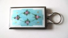 VINTAGE ENAMELED FLOWER DESIGN COVERED WOMAN S COMPACT - SILVER METAL