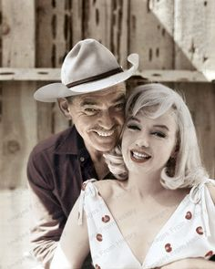 Gable's last film,The Misfits was released on February which would have been his Birthday. Clark Gable & Marilyn Monroe - The Misfits, 1961 Hollywood Icons, Golden Age Of Hollywood, Vintage Hollywood, Hollywood Stars, Classic Hollywood, Hollywood Actresses, Marylin Monroe, Marilyn Monroe Photos, The Misfits