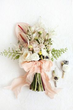 peach and green wedding bouquet