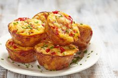 Spinach Egg Muffins with Feta Cheese Spinach Egg Muffins, Pizza Muffins, Muffin Frittata, Mini Muffins, Bacon Breakfast, Breakfast Muffins, Clean Eating For Beginners, Go For It, Bacon Egg