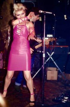 Debbie Photographed by Phil Dixon in 1977 Dress by Anya Philips First Rapper, Chris Stein, Retro Rocket, Blondie Debbie Harry, Guitar Girl, Rock Chic, Music Photo, Stevie Nicks, Jackett