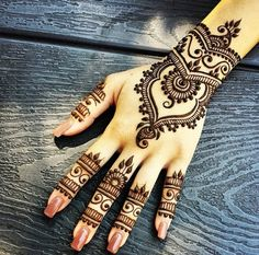 cherrysandy:  Henna on We Heart It.