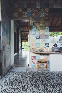 Cob house with beautifully colored tiles on walls and pebble floor. Bali House, My House, Home Interior, Interior And Exterior, Balinese Bathroom, Deco Boheme, Earthship, Sweet Home, Feng Shui