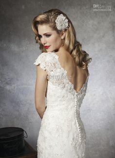 Love the open back and buttons and lace