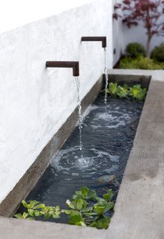 Modern Fountain Design: 25 Mesmerizing Ideas to Beautify Your Backyard Backyard Water Fountains, Small Backyard Ponds, Backyard Water Feature, Modern Water Feature, Backyard Ideas, Back Yard Pond Ideas, Black Feature Wall, Small Backyard Design, Feature Walls