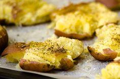 lytätyt potut from pastanjauhantaa Baked Potato, Mashed Potatoes, Baking, Vegetables, Ethnic Recipes, Food, Whipped Potatoes, Smash Potatoes, Bakken