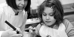 Teach young friends or relatives that learning to cook can be fun! Treat them to a cookery class during which youngsters from prepare and cook a variety of tasty, healthy dishes under the guidance of a friendly professional chef. Weekend In London, Attraction Tickets, Tour Around The World, Royal Garden, Professional Chef, Healthy Dishes, Learn To Cook, Cooking Classes, Kids House