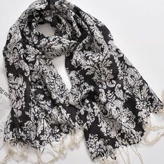 12f2d11d6132 Black White Scarf Print Floral Shawl Pashmina Ways To Wear A Scarf