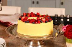 Wortelkoek is altyd & wenner - saam met tee of as nagereg. Gebruik vars vrugte as 'n finale versiering. Cake Recipes, Dessert Recipes, Desserts, Carrots N Cake, South African Recipes, Something Sweet, Sweet Bread, Cakes And More, No Bake Cake