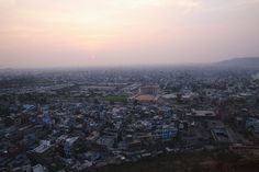 Here's what to visit in Jaipur in a 24h visit  http://townske.com/guide/12964/jolting-through-jaipur-