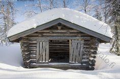 Sulje ovet -  lato liiteri vaja hirsi rakennus käsityö taito ammattitaito talvi helmikuu kevät aurinkoinen lumi kinos hanki kirkas metsä  lappi pohjoinen  suomi finland