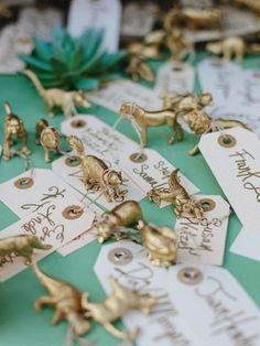 Animal place setting. Unique wedding place setting ideas instead of cards #place #setting