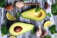Φρούτο ή λαχανικό το αβοκάντο όπως και να το δείτε μας προσφέρει εκτός από τα πολλά του θρεπτικά συστατικά και μοναδικούς γευστικούς συνδυασμούς τόσο στις σαλάτες όσο και στα φαγητά. Pear, Watermelon, Avocado, Fruit, Health, Recipes, Food, Lawyer, Health Care
