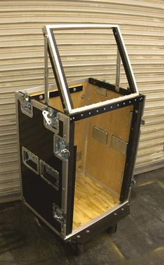 Subwoofer Box Design, Speaker Box Design, Computer Equipment, Dj Equipment, Studio Setup, Case Studio, Mechanic Tool Box, Computer Diy, Wooden Tool Boxes
